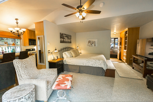 Creekside Town and Country Suite Photo 2
