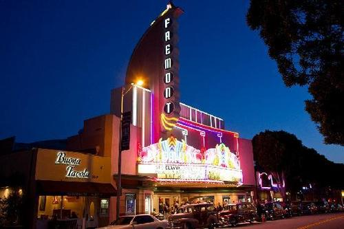 Iconic Freemont Theater, 15 minute walk  from Peach Tree inn