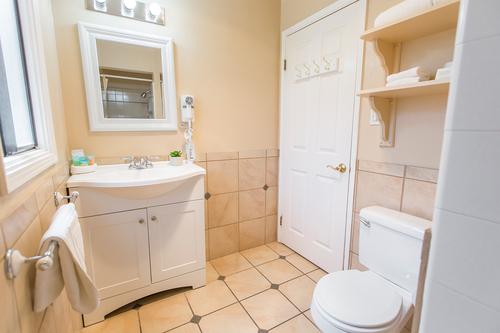 Family Guest Room Bathroom